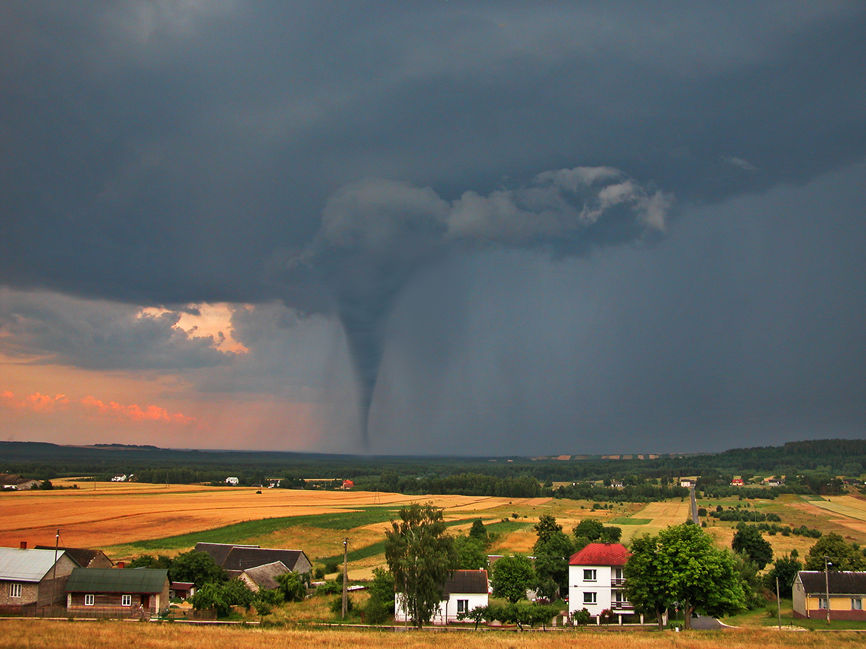 countryside tornado.