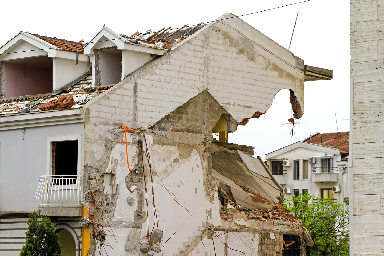 earthquake home damage.