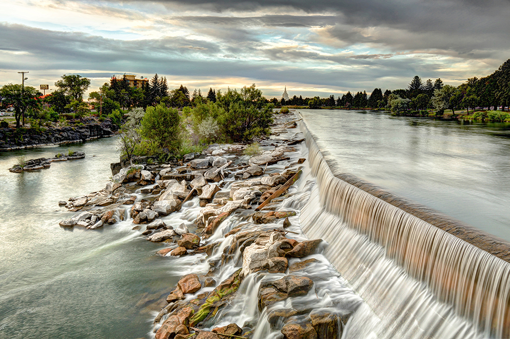 Snake River Waterfall in front of Idaho Falls.